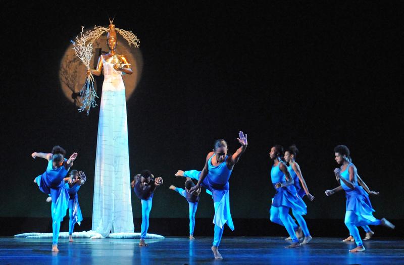 Garth Fagan Dance. Lighthouse / Lightning Rod. Set design by Alison Saar. Photograph by Ernest Gregory.