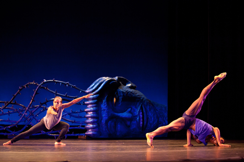 Garth Fagan Dance. Lighthouse / Lightning Rod. Set design by Alison Saar. Photograph by Ernest Gregory.