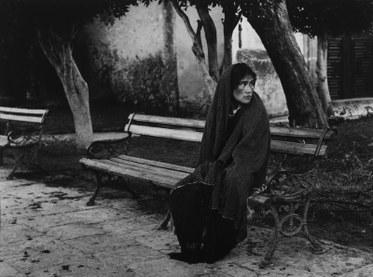 Manuel Carrillo. Woman on Park Bench (San Miguel) / Mujer en banco del parque (San Miguel), 1970. Gelatin Silver Print. Courtesy MOLAA.