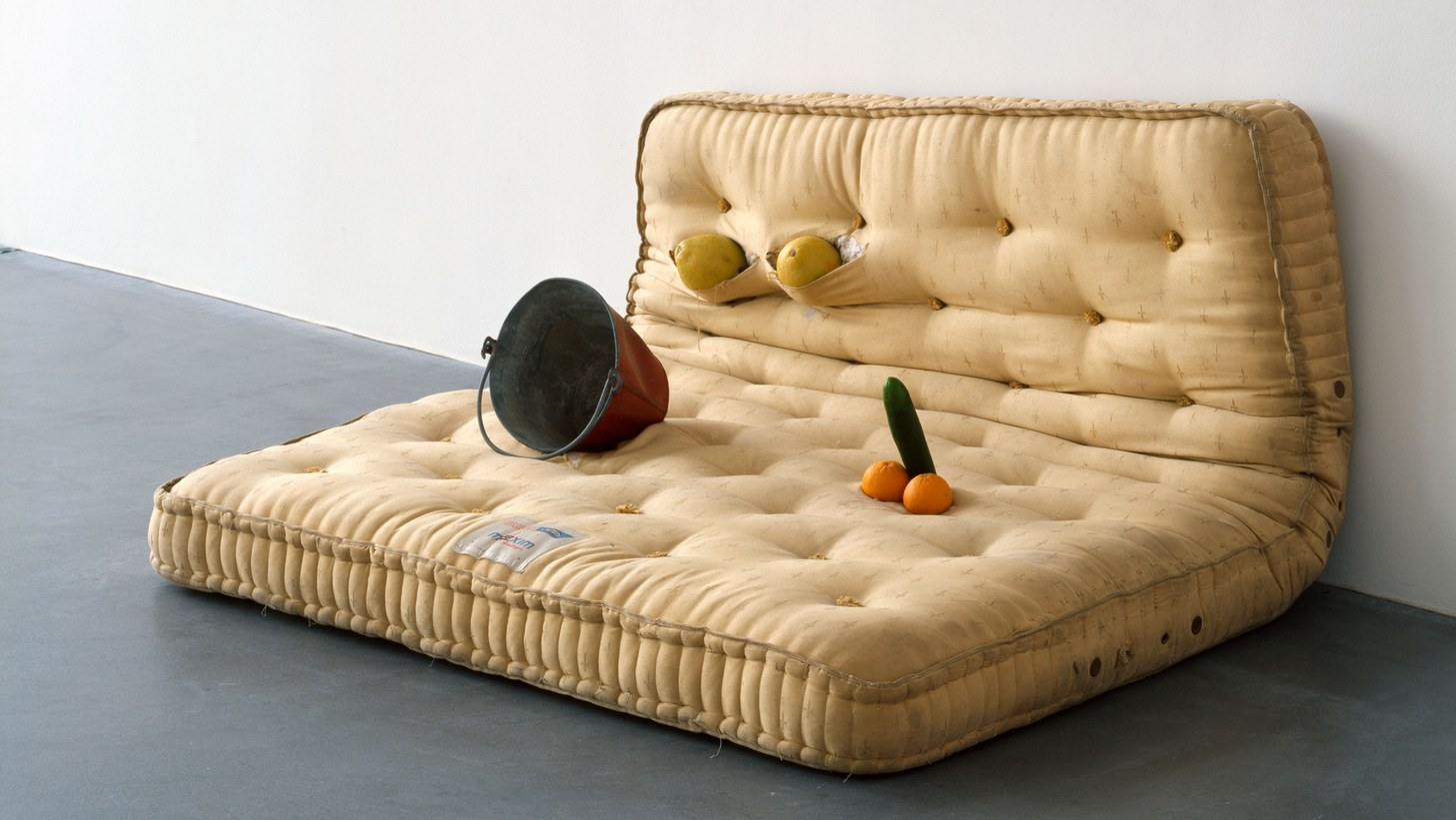 Sarah Lucas, Au Naturel, 1994. Mattress, melons, oranges, cucumber, and water bucket, 33 1/8 x 66 1/8 x 57 in (84 x 168.8 x 144.8 cm). © Sarah Lucas.