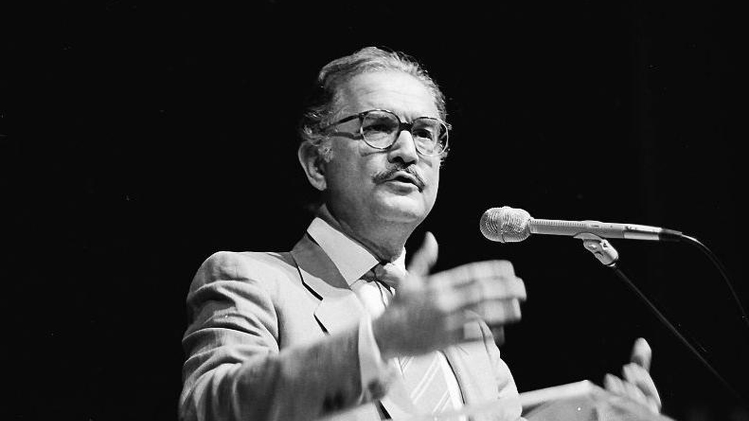 The Years with Laura Díaz   (Farrar, Straus & Giroux)  Mexico's foremost living writer, Carlos Fuentes, talks about the male and female perspectives in his work.  His famous character Artemio Cruz was, he claims, a critique of machismo.  It is a woman, Laura D---, who presides over his new novel...