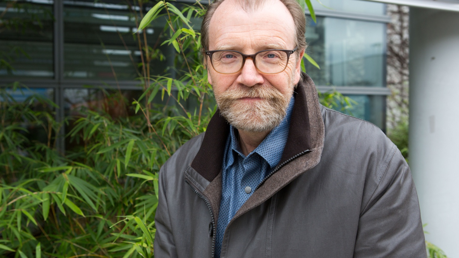 Known for the outrageous comedy of his acclaimed short stories, George Saunders says that daring to write this novel about grief, loss and the journey of the soul was like jumping off a cliff. [REPEAT]