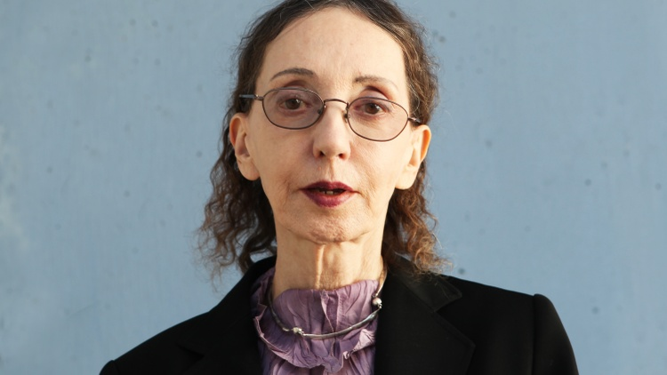 Joyce Carol Oates raises questions about memory – ethics, what it means to love, identity, and the ability to engage, and takes us on a trip down memory lane with a reading from a…