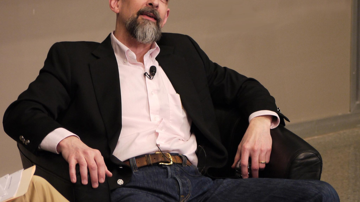 Neal Stephenson, a sort of contemporary Dickens (from Seattle,) talks about essays and other writing; science fiction and mainstream literature.