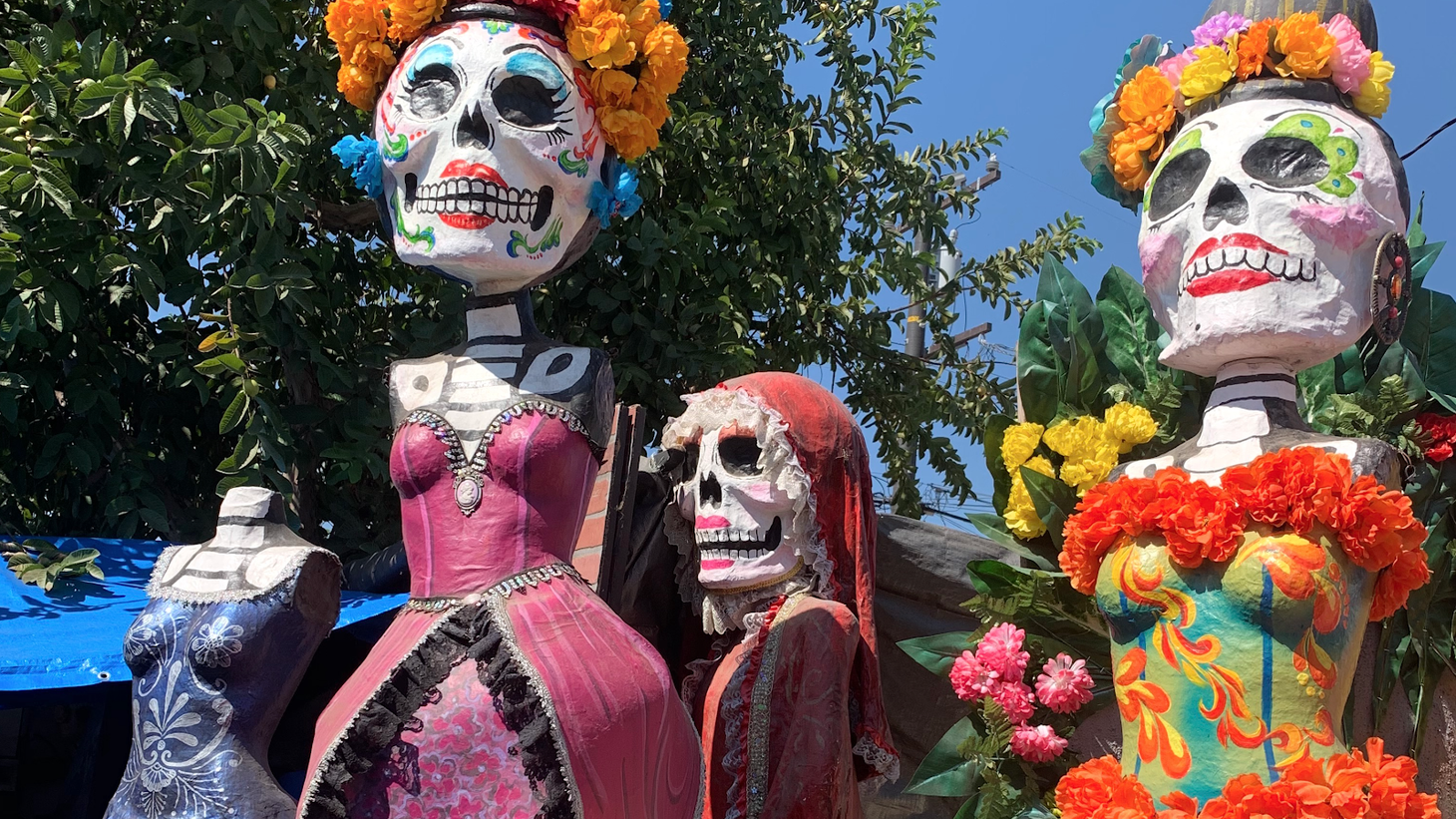 La Catrina sculptures up to 14' tall by artist Ricardo Soltero will be viewable at 3rd Street Promenade and the Santa Monica Pier beginning Saturday, October 31 - Monday, November 2.