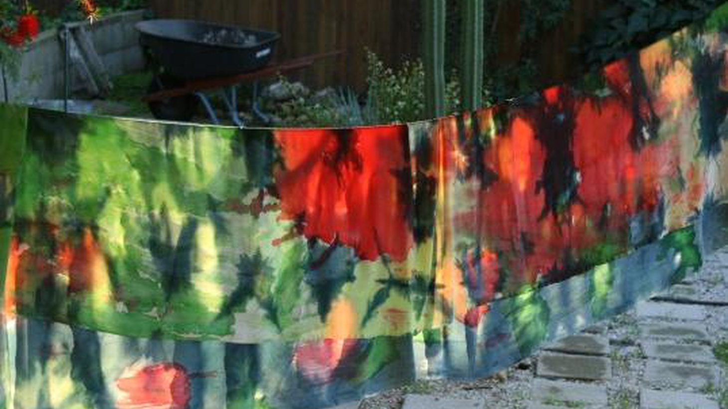 Alissa Walker talks to Jennifer Parry Dodge about tie-dyeing. Matt Holzman reports on another LA project that was Never Built: Elysian Park housing by Richard Neutra.