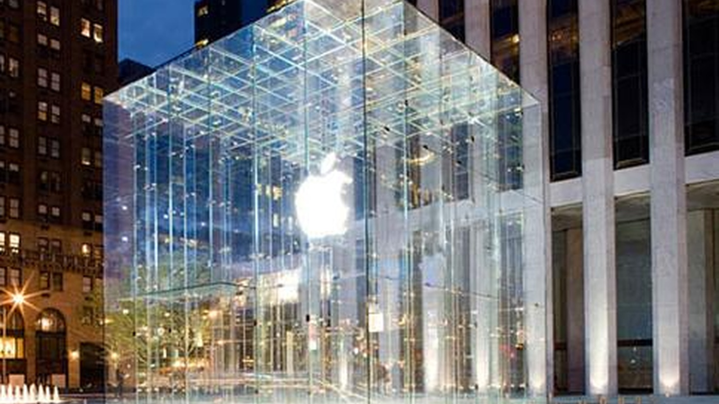 The Apple brand has become so powerful that its Manhattan store is a tourist landmark. What's the secret to turning customers into devotees? Andrew Blum and Sasha Strauss join Frances Anderton for a discussion on Apple-worship and the art of branding.