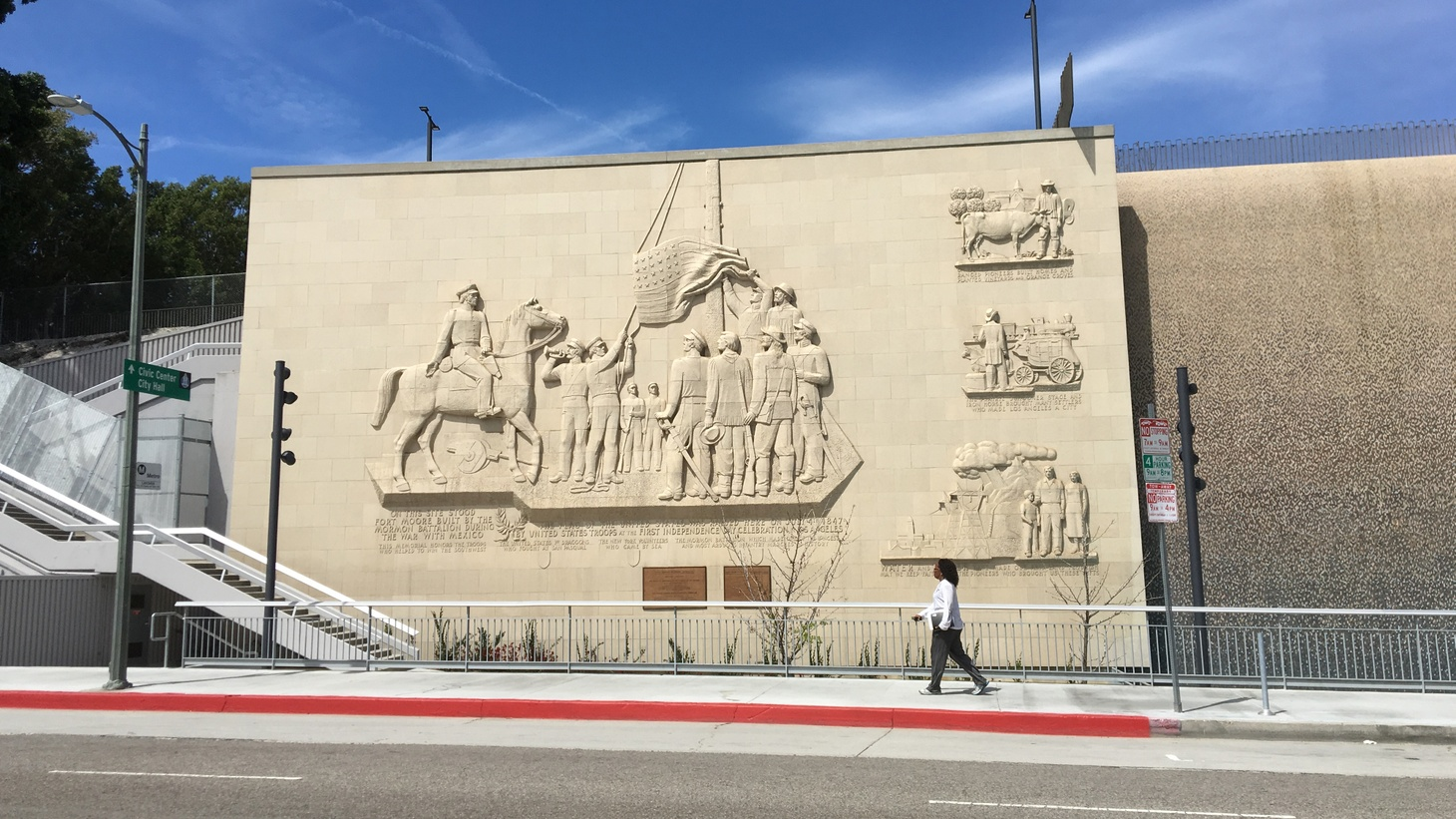 Fort Moore Pioneer Memorial recalls a patriotic moment in LA's history just before California became part of the United States.