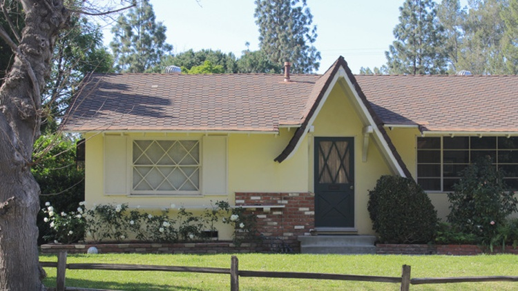 So here is a fairytale for you: a house for a family with a large yard in Los Angeles for sale at around $12,000.