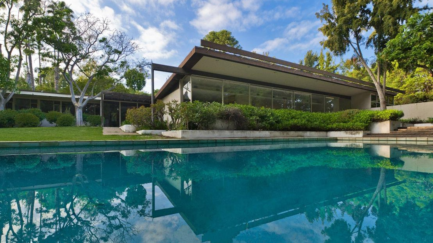 """Chris Nichols and Christopher Hawthorne on preservation and the fight over Richard Neutra's Kronish House. Plus, Jonathan Louie and others """"Rethink LA."""""""