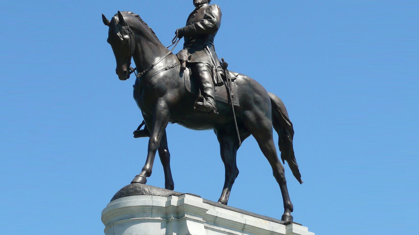 A statue of Robert E. Lee on Monument Avenue in Richmond, Virginia, the former capitol of the Confederacy. Mayor Levar M. Stoney has said he believes the Confederate statues should be removed.