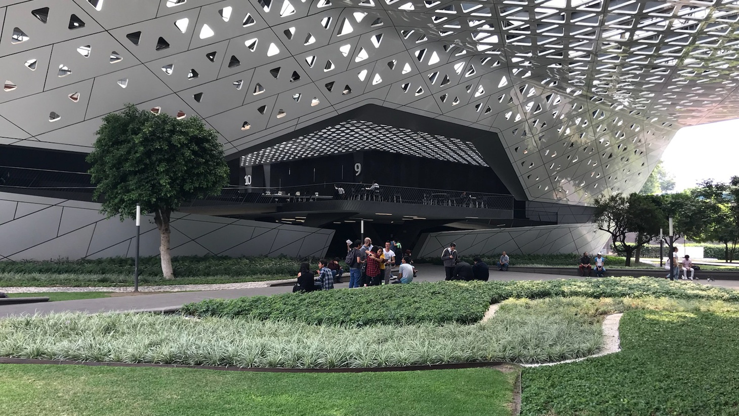 """President Trump may diss Mexico but designers and architects are flocking there. Now SCI-Arc has set up a satellite school in the capital and LA is learning from Mexico City. And, the buzz is starting for """"Crazy Rich Asians."""""""