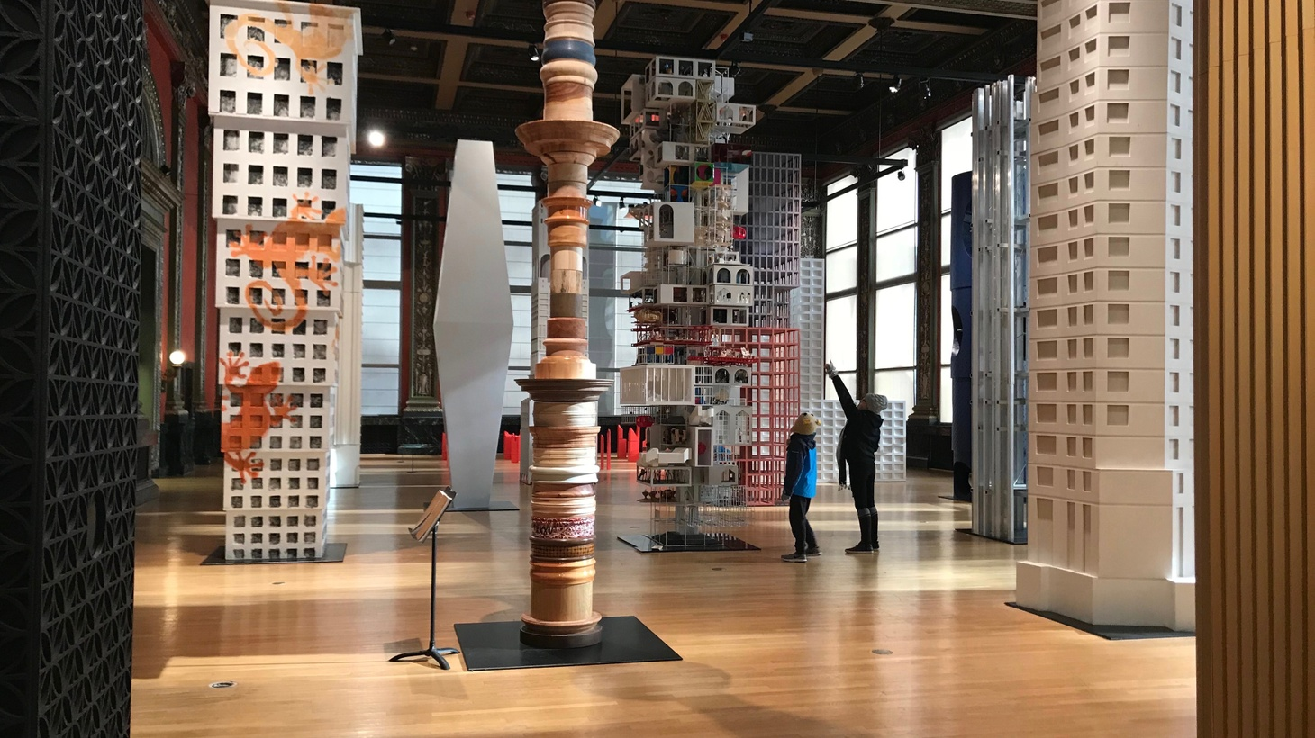 """There's been a trend of so-called """"selfie museums"""" in LA, with """"made-for-Instagram"""" sets designed for taking flattering self-portraits. So how does selfie culture jibe with """"high art""""? Meanwhile, Los Angeles-based curators bring new architectural ideas to the Windy City. But are they """"boring""""? And, one of Apple's first """"town squares"""" opens in Chicago too."""