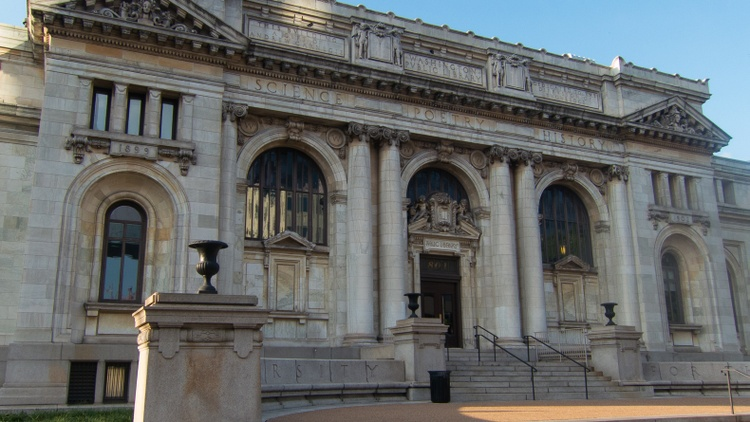 """The Carnegie Library in Washington DC's Mount Vernon Square, which Apple will convert into one of its """"town squares."""""""