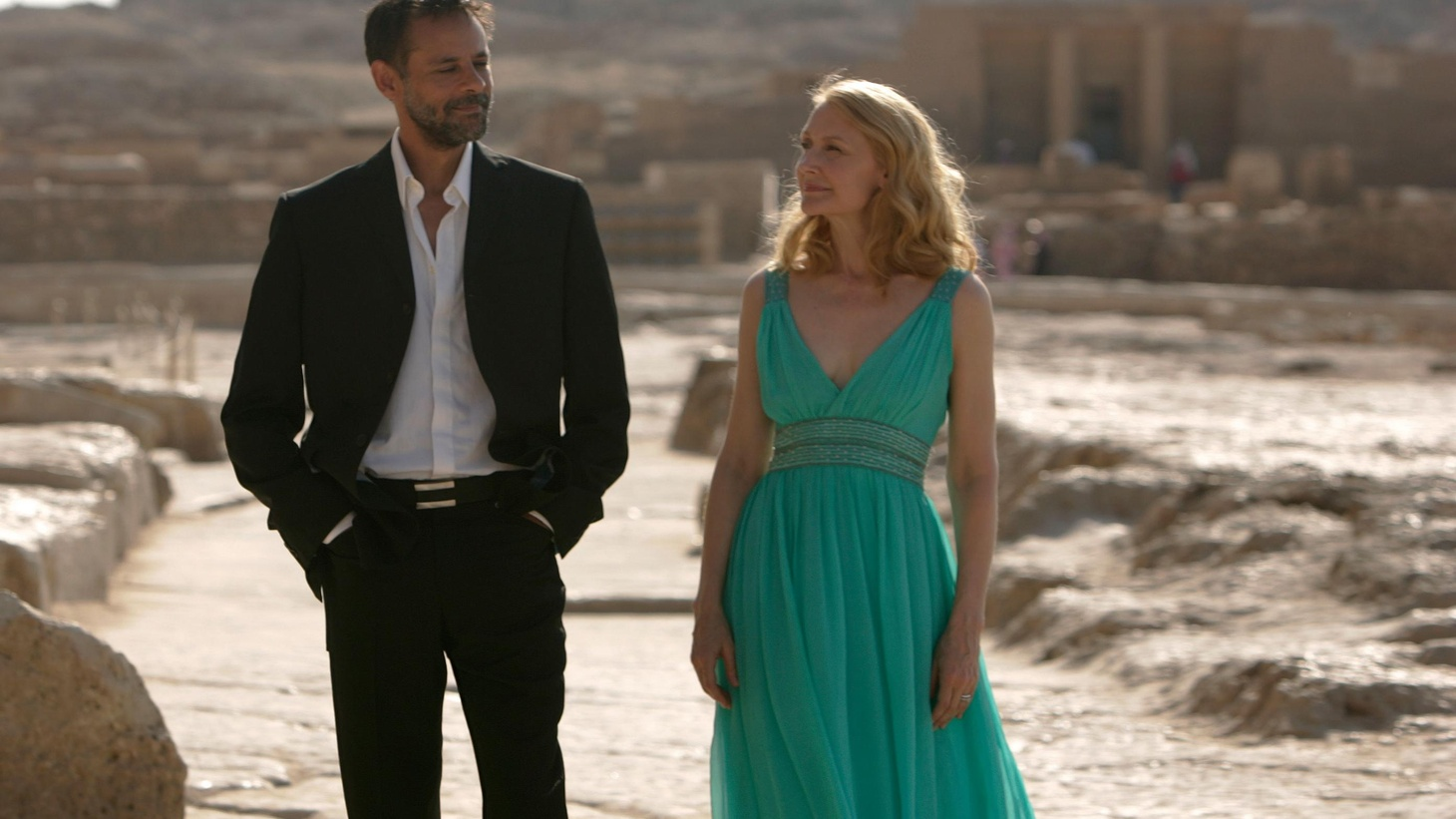 For quite a lot of time, the new film Cairo Time seems to be just a pretext for the camera to follow Patricia Clarkson around the Egyptian cpital and its spectacular surroundings... 