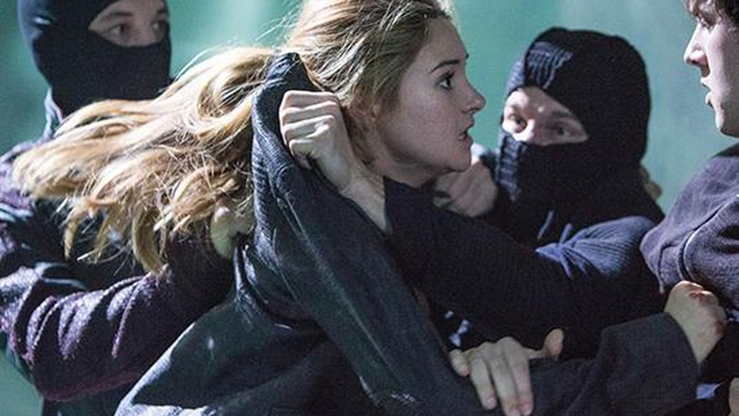 """""""Divergent"""" features a strong heroine battling for survival in a dystopian future."""