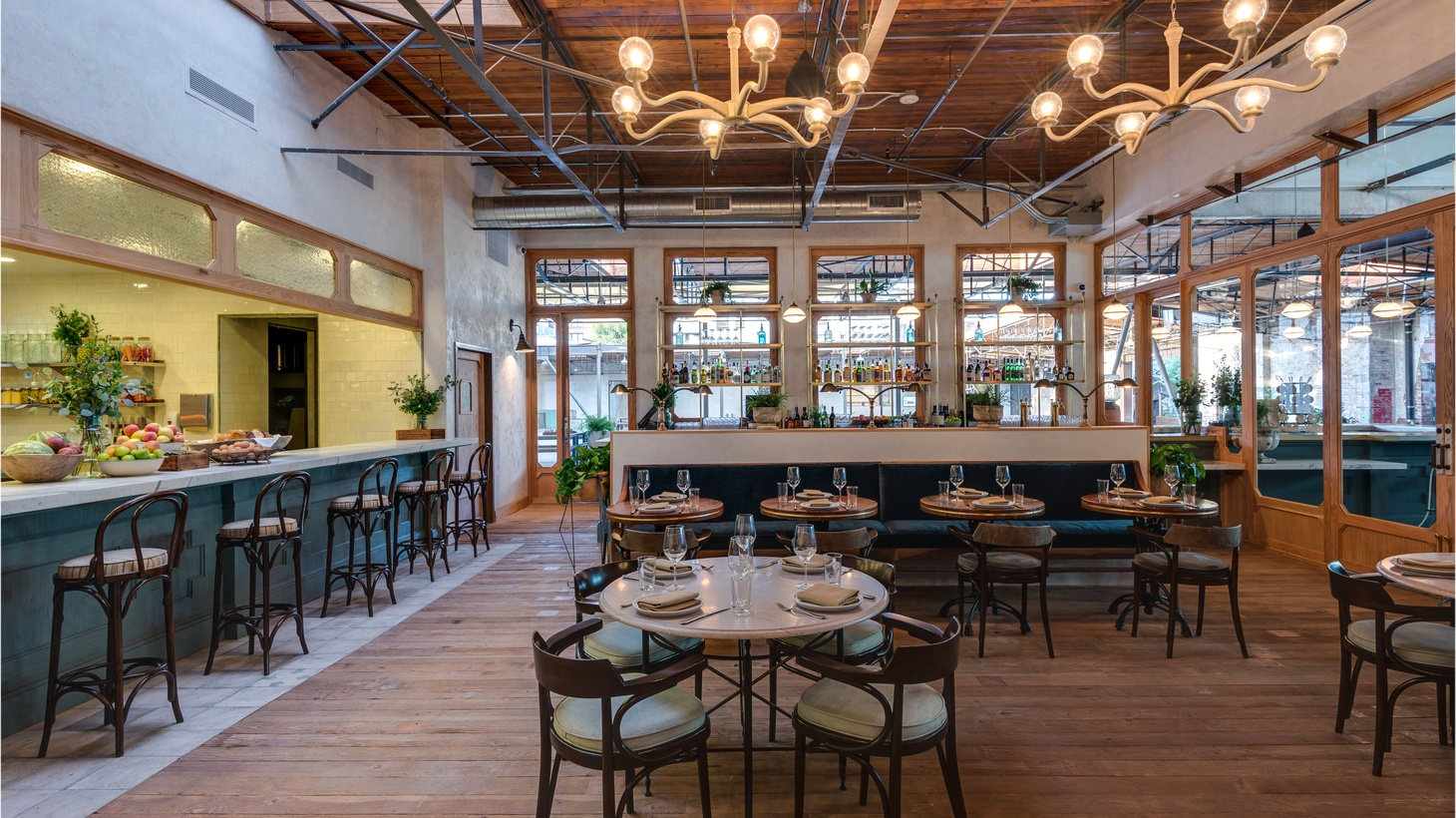 LA Times food critic Jonathan Gold enjoys his fill of Southern cooking at Manuela in Downtown LA's Arts District.