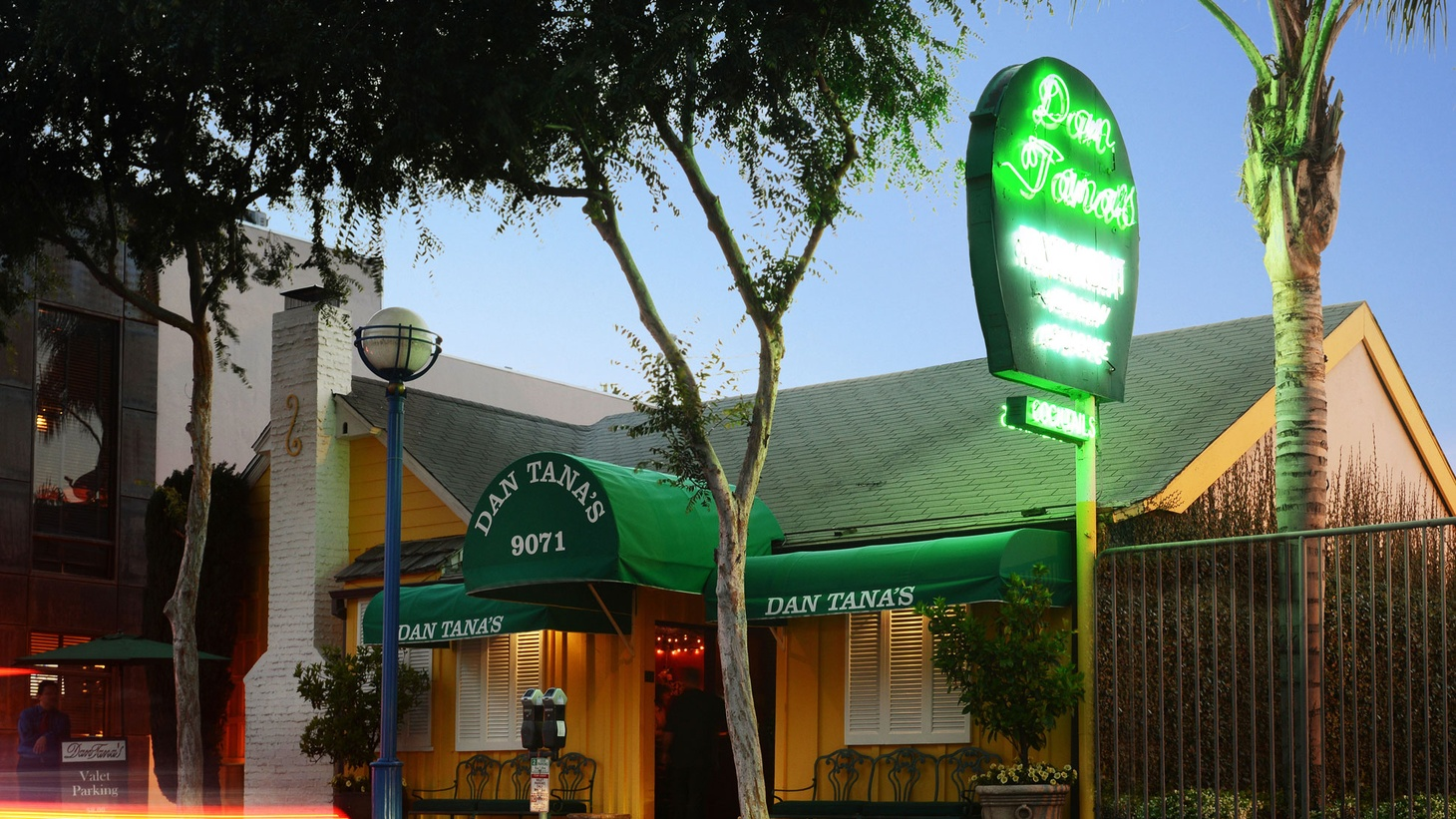 This week, our favorite food critic Jonathan Gold revisits Dan Tana's for the first time since high school, when a date at the iconic West Hollywood eatery went horribly wrong.