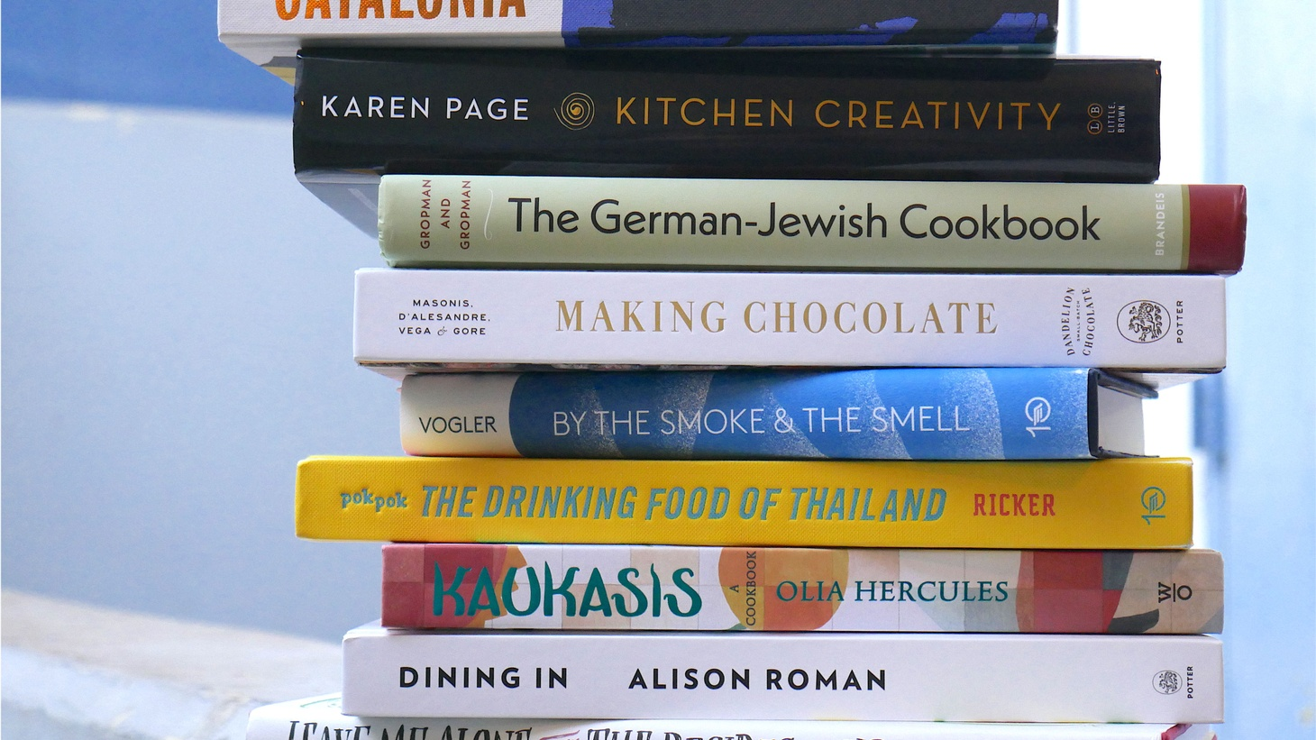 To help us gear up for the holidays, Celia Sack shares the best (and most giftable) cookbooks of 2017. Teri Gelber lights up while talking about holiday tea flavors. Jonathan Gold falls head-over-beans for Verlaine.