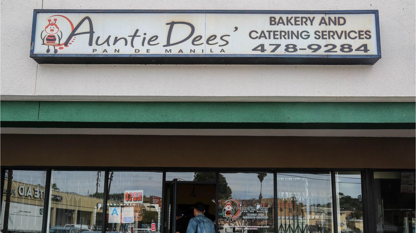 Auntie Dee's Pan de Manila.