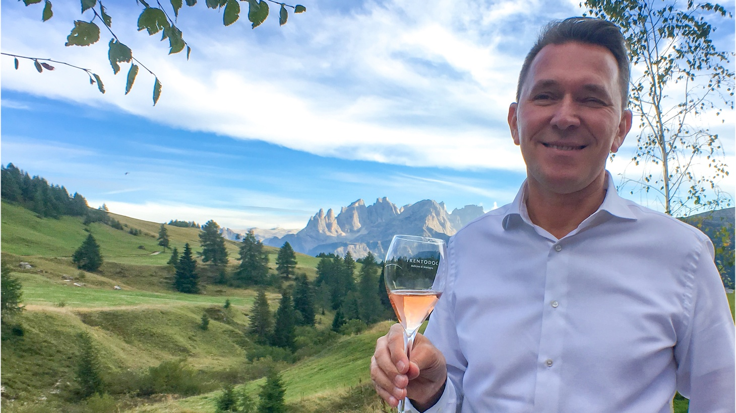 Salute! Roberto Anesi, named the 2017 Best Sommelier of Italy, explains the long tradition and unique flavors behind Italy's Trentodoc sparkling wine on this week's show.