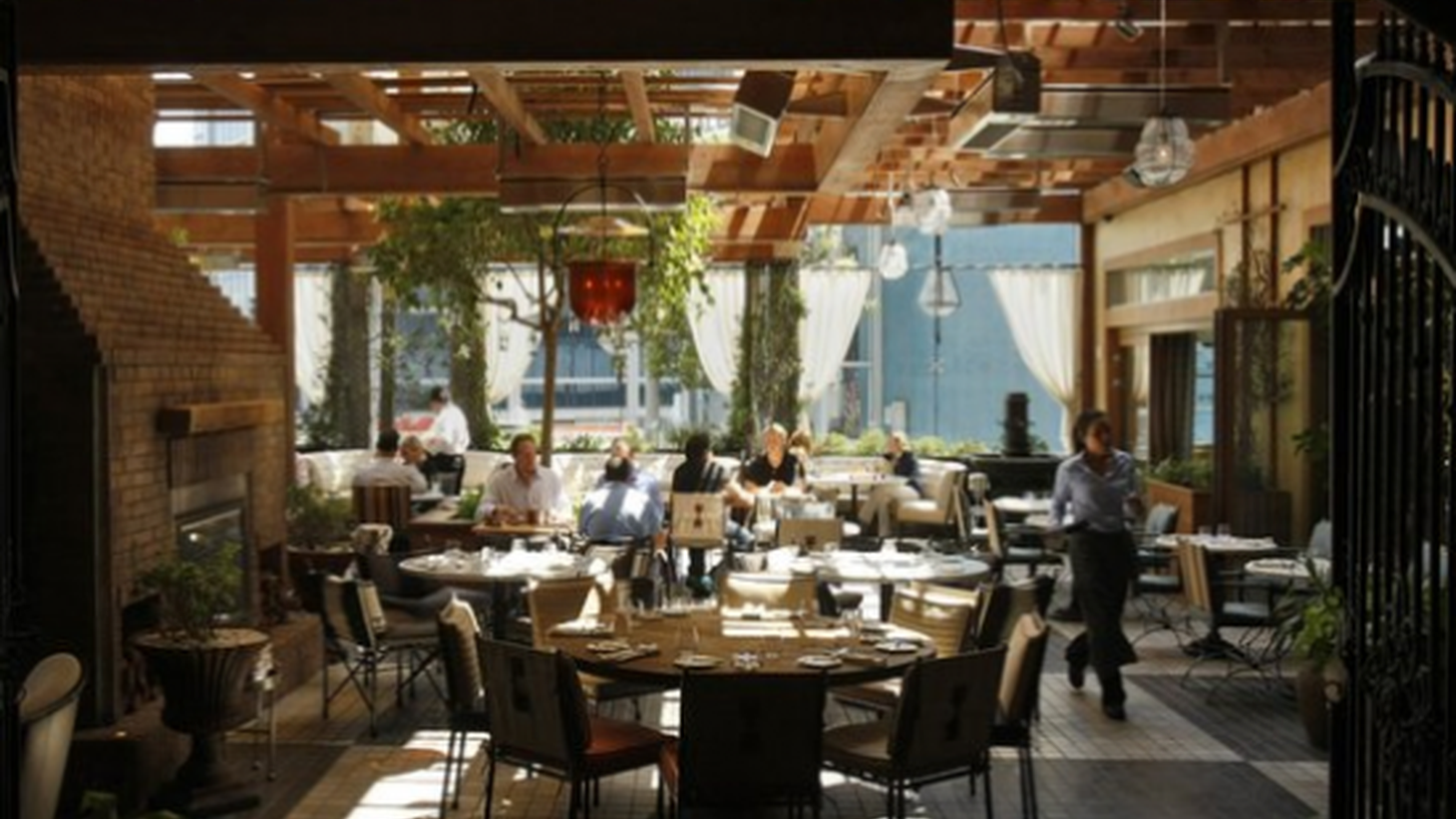 Lunchtime at RivaBella. Photo: Gary Friedman / Los Angeles Times / April 29, 2013