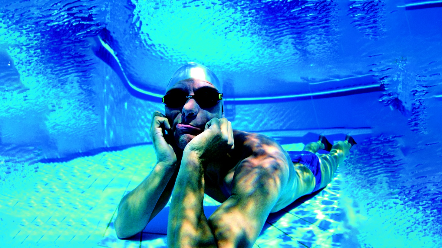 Stig Severinsen at the bottom of a swimming pool.