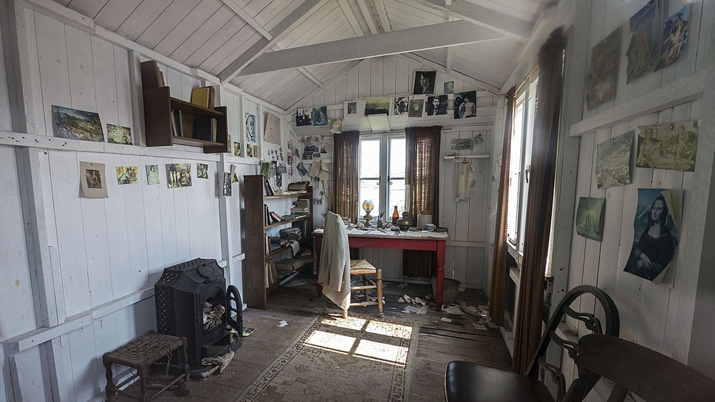 Some of our greatest literary geniuses wrote in what might seem to be, less than ideal work spaces. Dylan Thomas' writing shed in Laugharne.