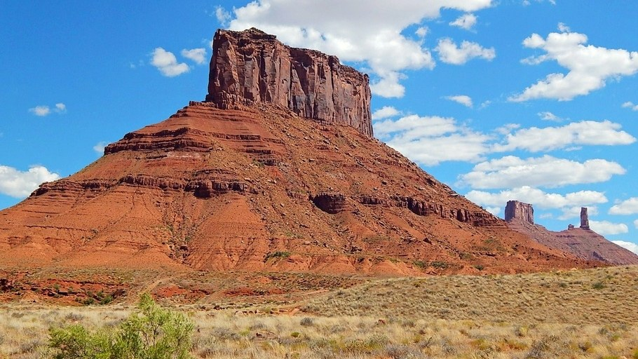 Convent Mesa, aka The Convent near Moab and Castle Valley, Utah. Annotations for The Rectory and Castleton Tower.