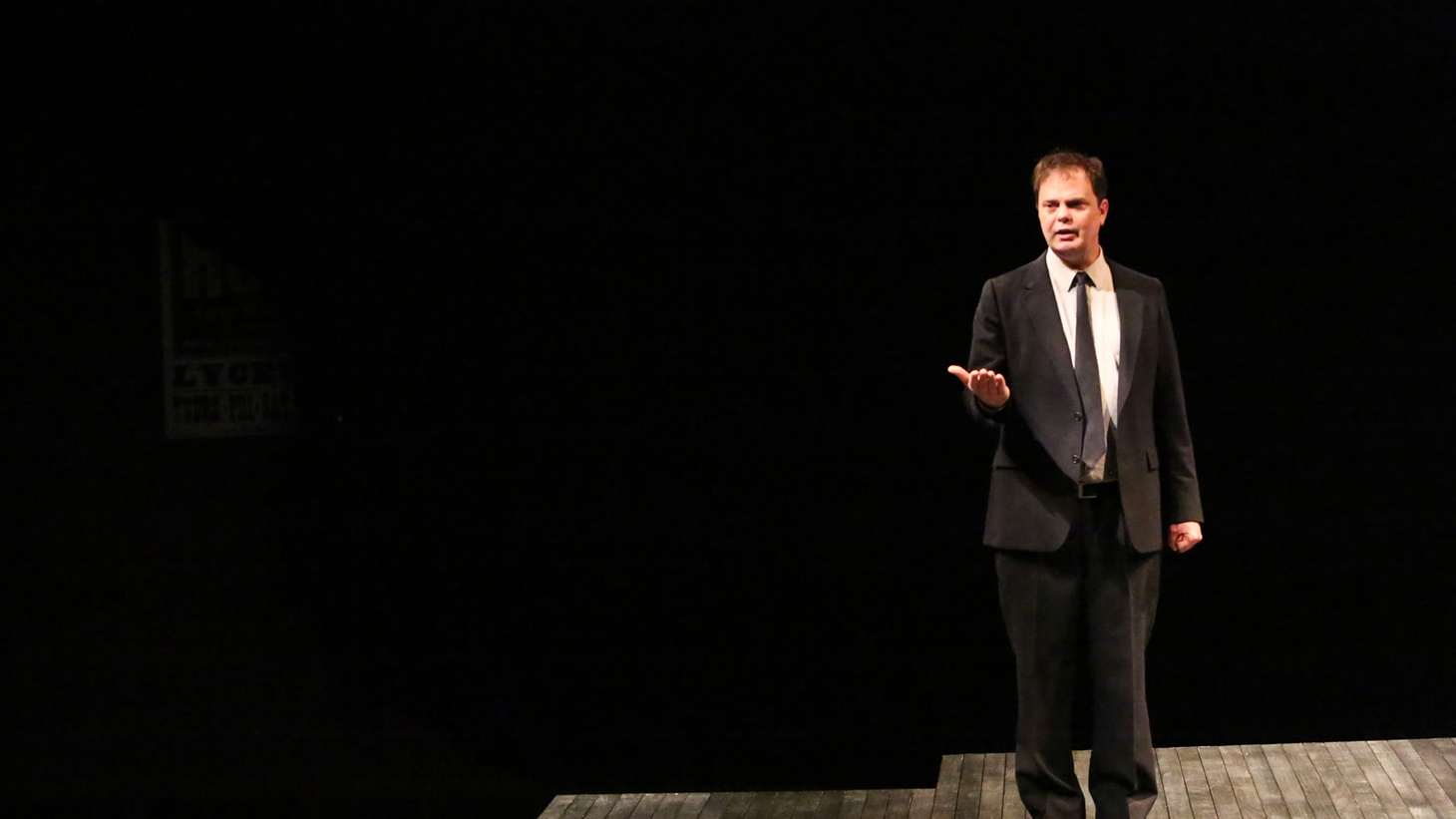Nothing happens in Will Eno's play, Thom Pain (based on nothing). But that doesn't stop Rainn Wilson from giving a stunning performance.