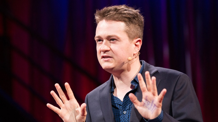 Robert Scheer sits down with journalist Johann Hari to discuss what he has discovered about addiction and the war on drugs.