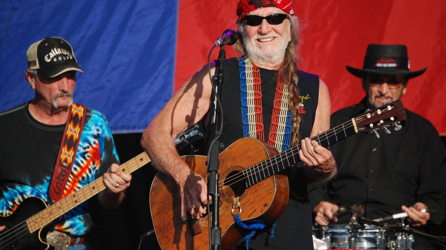 Robert Scheer continues his discussion about music, life, and America with legendary musician Willie Nelson.  (EXPLICIT LANGUAGE)