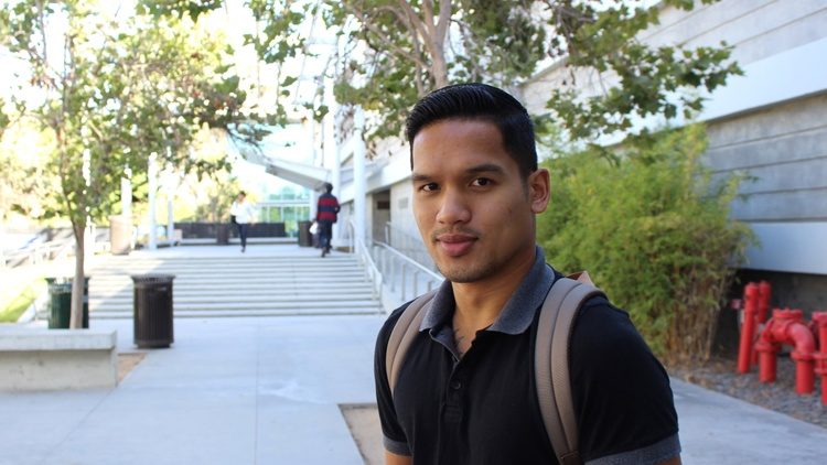 A 26-year-old student returns to college after failing high school and his family.
