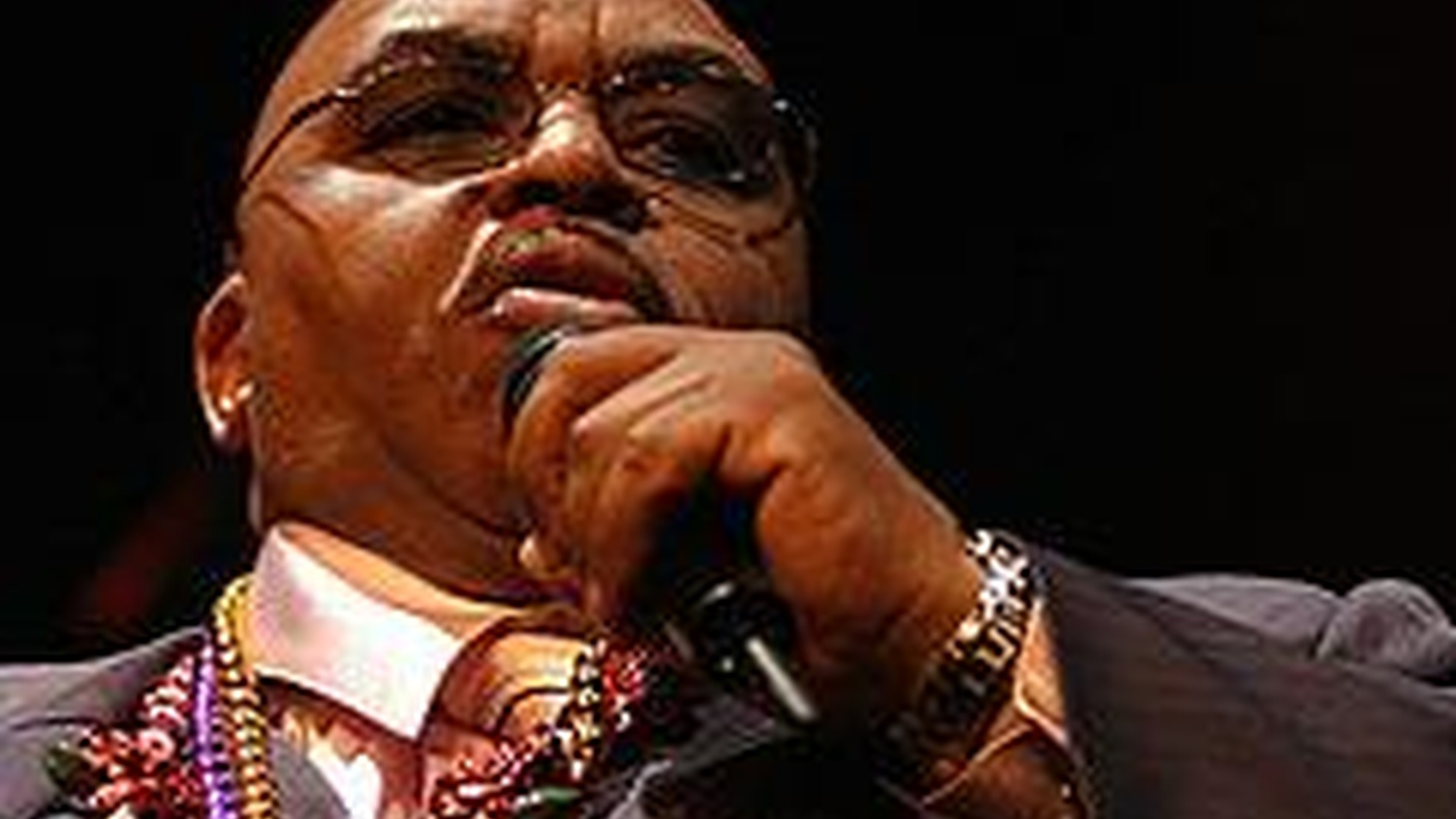 R+B singer Solomon Burke. has released a new record called Like a Fire. Kurt Andersen talked to Burke back in 2006, when he released Nashville, a collection of tunes he recorded in the country-music capital. Kurt asks Burke about why he wanted to take a break from deeply moving soul music to sing a duet with Dolly Parton. Also, musician Alejandro Escovedo on the gift that got him singing again. Five years ago Escovedo nearly died from complications of Hepatitis C. And Kurt talks with film director Kimberly Peirce about her Iraq war movie, Stop-Loss, which is just out on DVD.