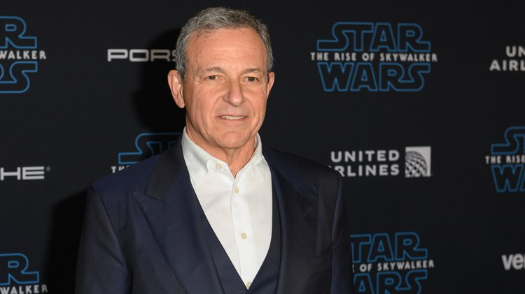 All is not well between Bob Iger and Bob Chapek at Disney, as detailed in a Hollywood Reporter article by Kim Masters.