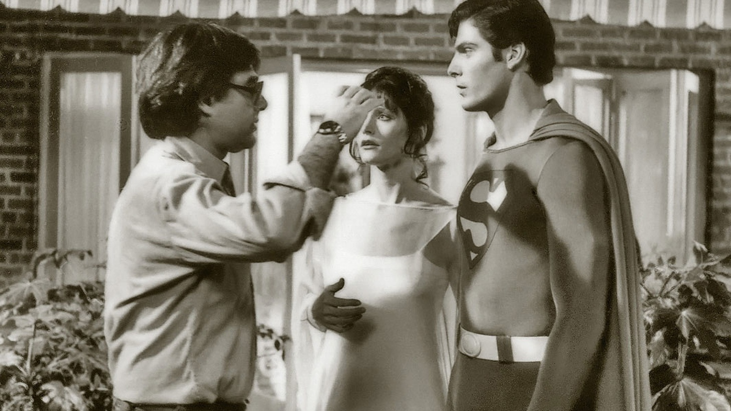 Veteran director Richard Donner talks about the adventures and behind the scenes antics that went into making the original comic book blockbuster, Superman, in 1978. Plus, an all new banter looking ahead to the big stories of 2017.