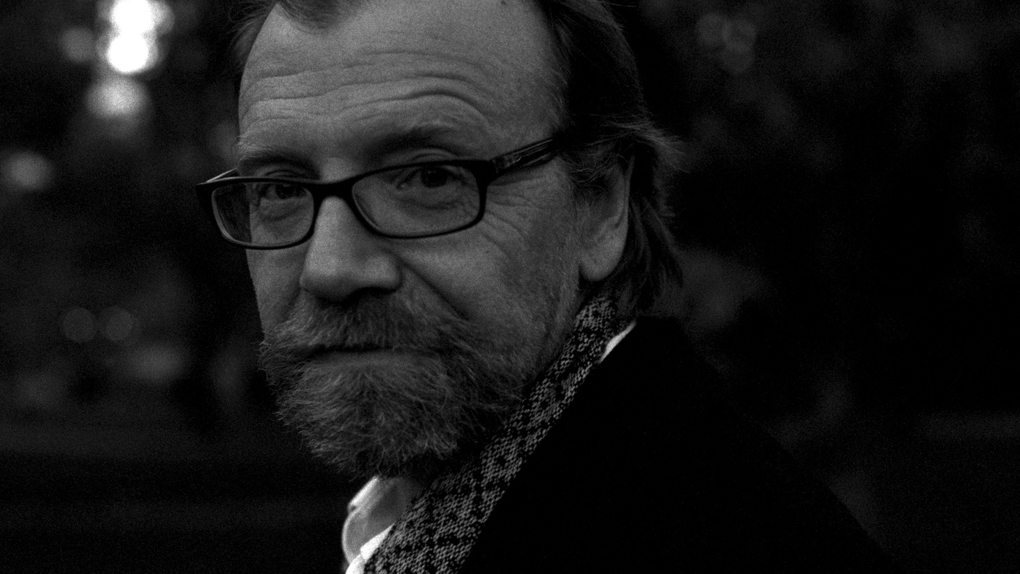 Short story writer George Saunders discusses the use and origin of voices in the reading of his work. CONTAINS ADULT LANGUAGE.