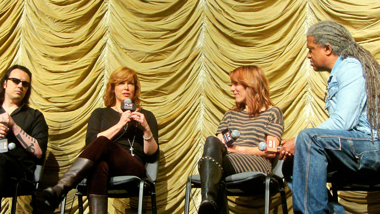 BONUS EPISODE: Director Amy Berg and co-producers/subjects Lorri Davis and Damien Echols on their documentary West of Memphis, recorded live at Film Independent at LACMA.