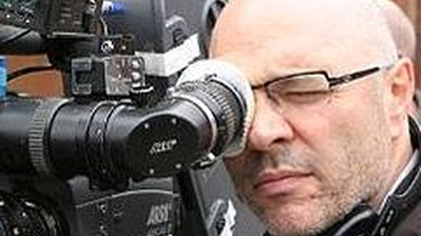 The late writer-director Anthony Minghella (Michael Clayton, Cold Mountain, The English Patient, Truly, Madly, Deeply) focused on characters trying to come to terms with themselves and found drama in the misperceptions in films both epic and intimate. We use this sad occasion to revisit his thoughtful interview on his last film, Breaking and Entering. (This show originally aired February 7, 2007.)