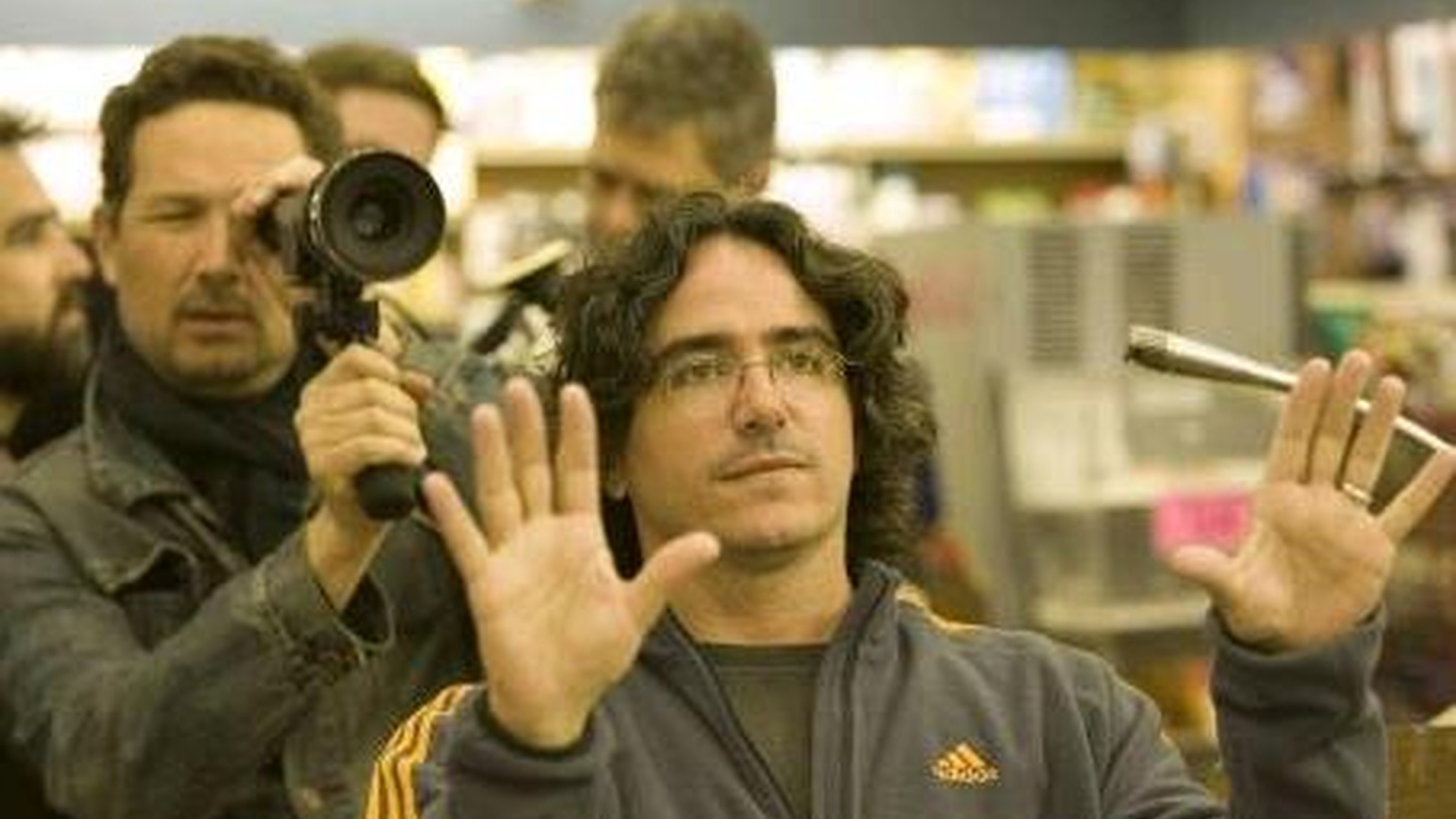 """For television fans, the phrase """"not a routine expedition"""" ranks up there with """"a three-hour tour."""" Director Brad Silberling (Casper, Lemony Snicket's A Series of Unfortunate Events) brings TV fans the classic Land of the Lost to the big screen -- with extra cheese."""