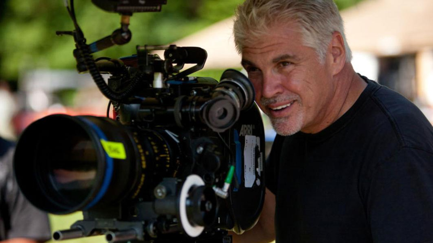 SPOILER ALERT: In the first 5 minutes, Gary Ross gives information that may spoil the plot for listeners who are unfamiliar with The Hunger Games.
