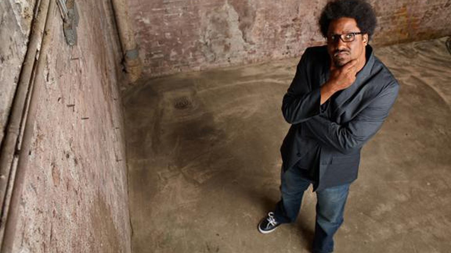 Elvis talks to socio-political comedian W. Kamau Bell about comedy, Chris Rock, and his new show, 'Totally Biased.'