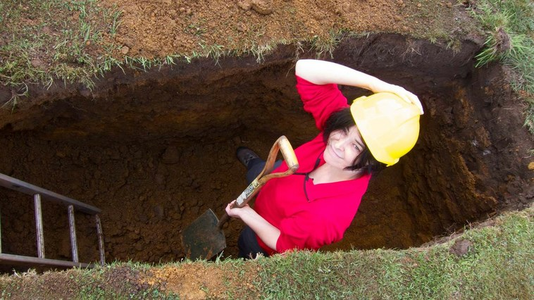 uf150123How_to_Dig_a_Grave-RockethouseProds.jpg