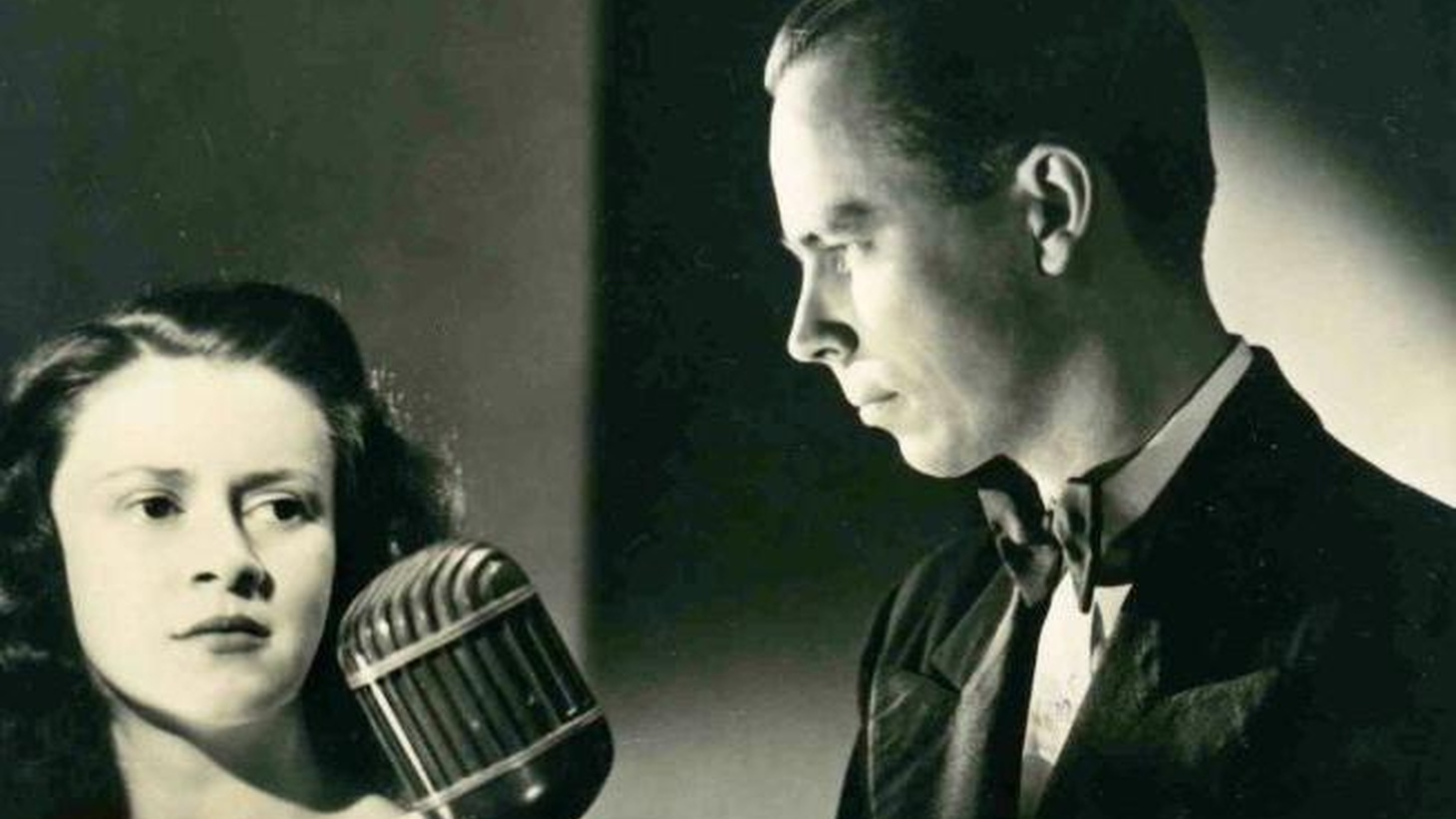 A man delves into his grandparent's history as massively popular mind readers on the radio.