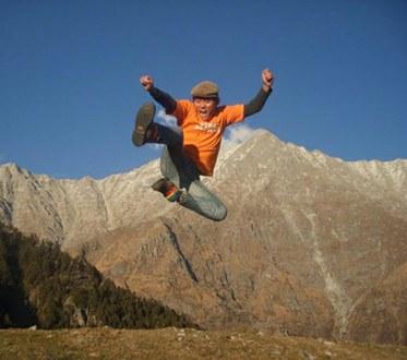 Lhakpa-jumping.jpg
