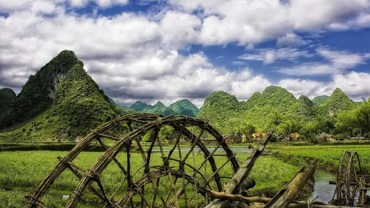 Vietnam is filled with angry ghosts. Killed violently, buried without ritual, spirits roam resentfully, visiting the living in their dreams.