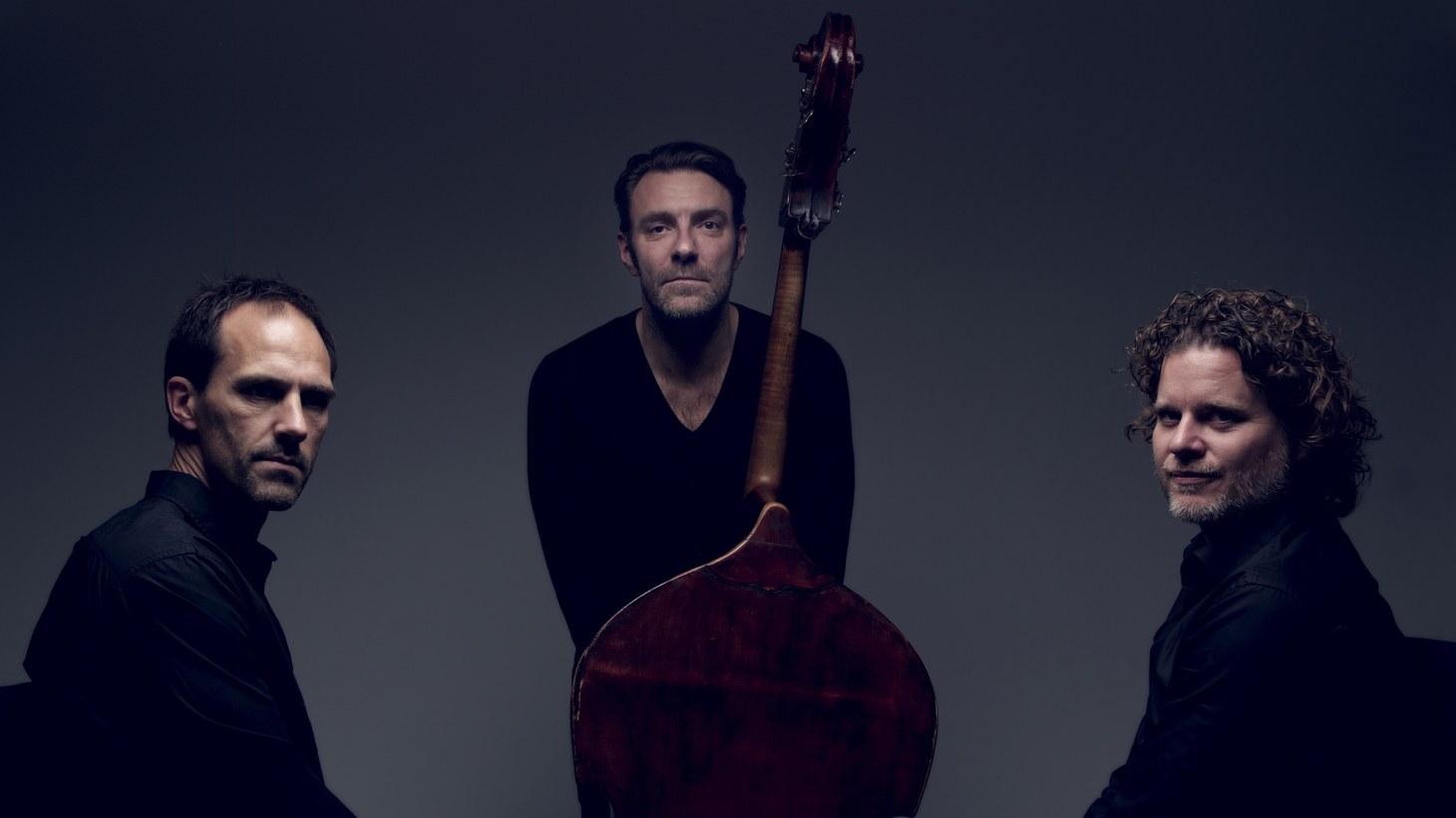 Mats Eilertsen Trio from left to right: Thomas Strønen, Mats Eilertsen, Harmen Fraanje.