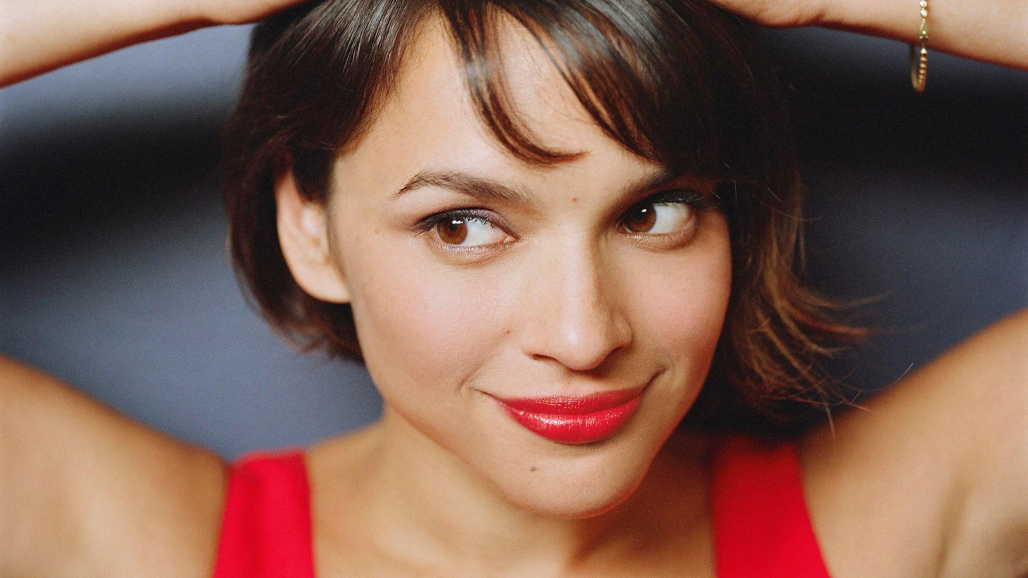 Grammy-award winning artist Norah Jones keeps evolving with every record. On her fourth album, The Fall, Norah moves in another new direction, experimenting with different sounds and a new set of collaborators...