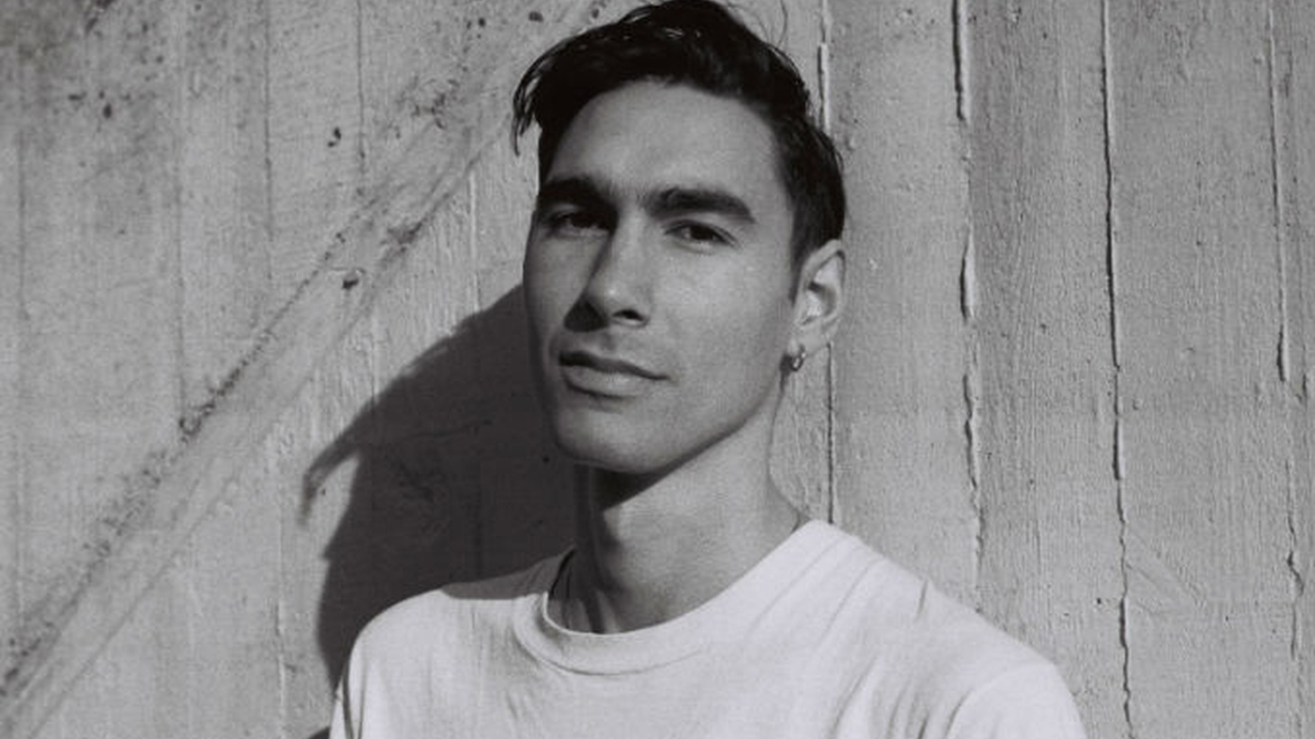 London-based, New Wave-flavored crooner Oscar Scheller writes catchy pop songs that could easily fit the likes of Morrissey or the Magnetic Fields. But Oscar makes them all his own in seemingly effortless fashion.