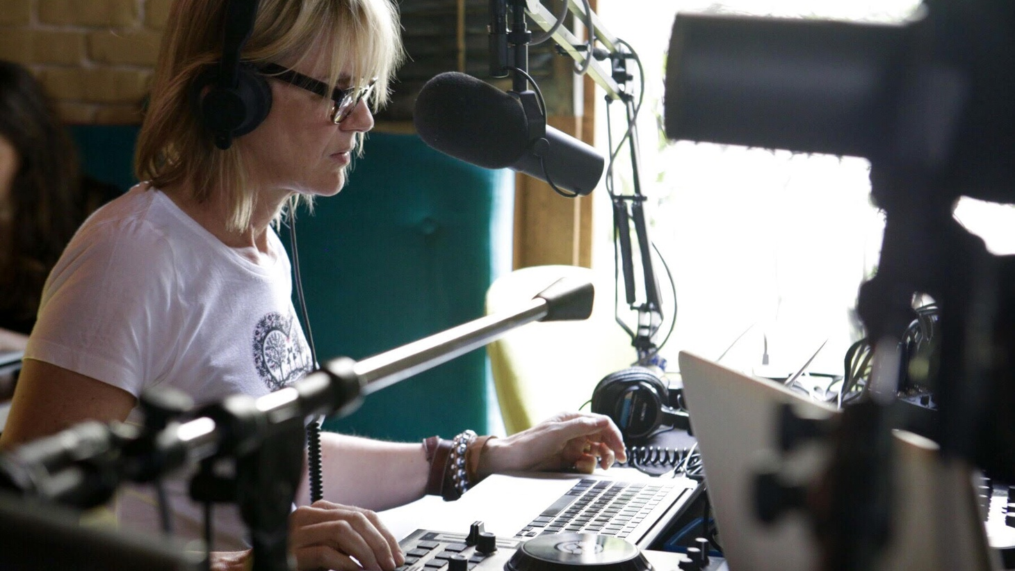 Anne Litt broadcasts LIVE from the SXSW Music Festival in Austin, Texas.
